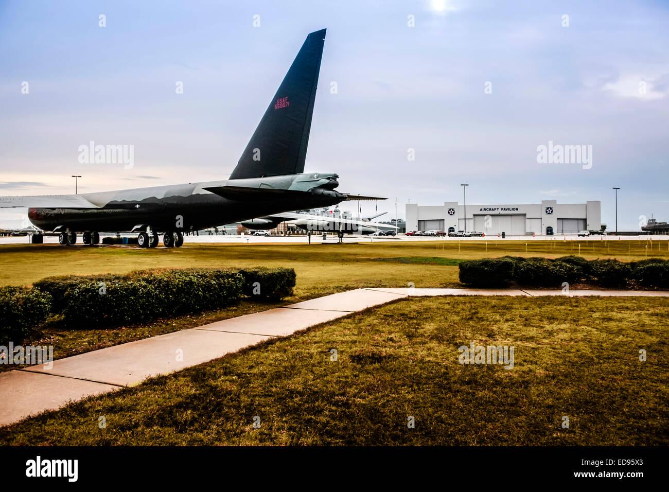 Stratofortress bombardero Boeing B52 del Comando Aéreo Estratégico norteamericano en la exhibición en el USS Alabama Memorial Park en el móvil Foto de stock