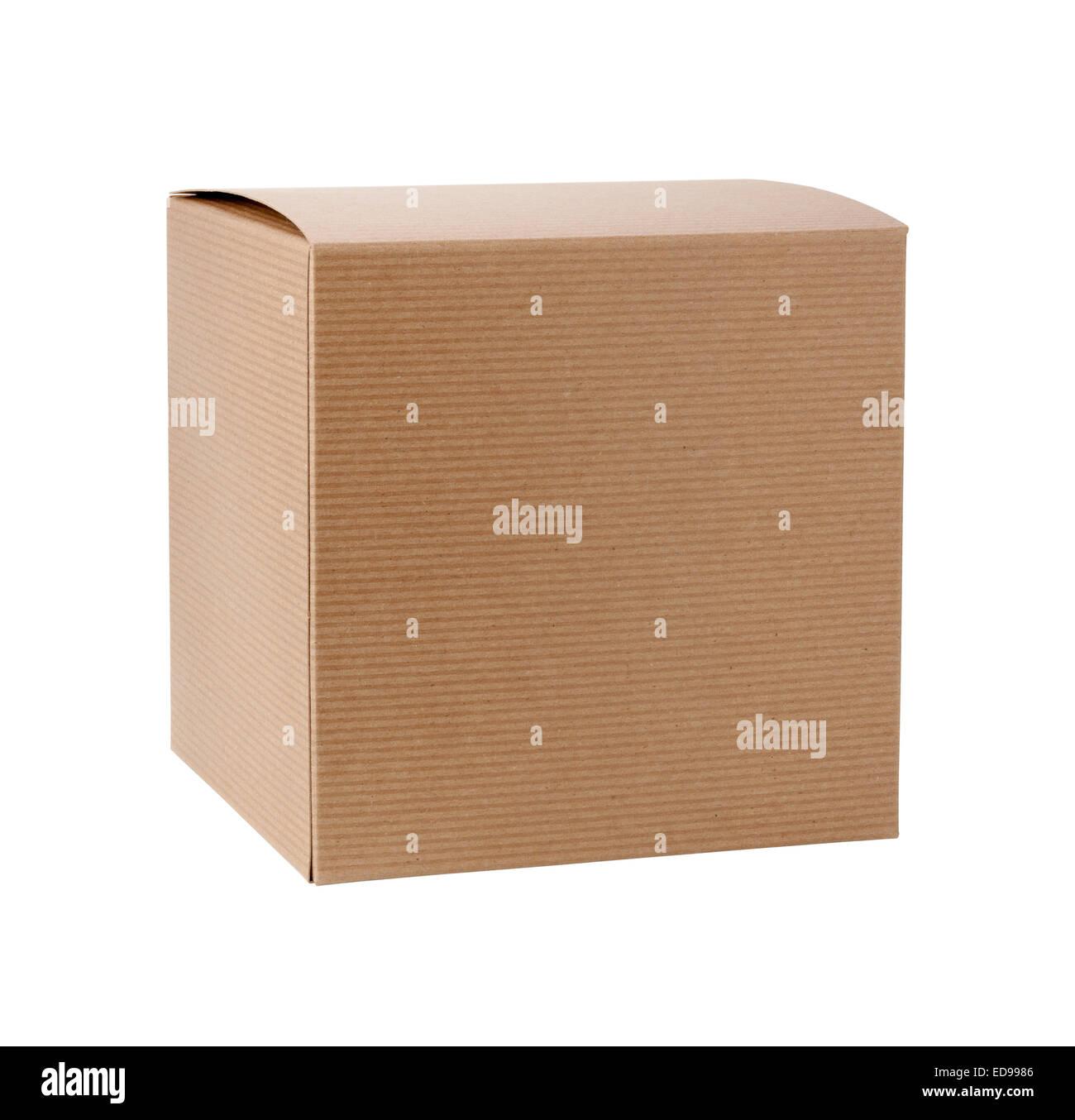 Caja de regalo de cartón cuadrado aislado en blanco Imagen De Stock