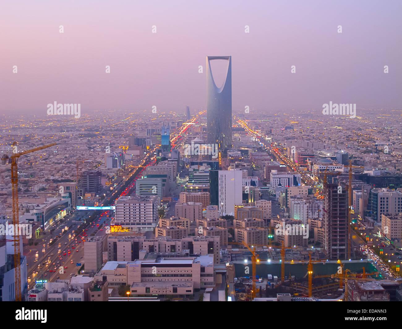 Ryad - 22 de diciembre: torre del Reino el 22 de diciembre de 2009 en Riad, Arabia Saudita. Reino Tower es un negocio Imagen De Stock
