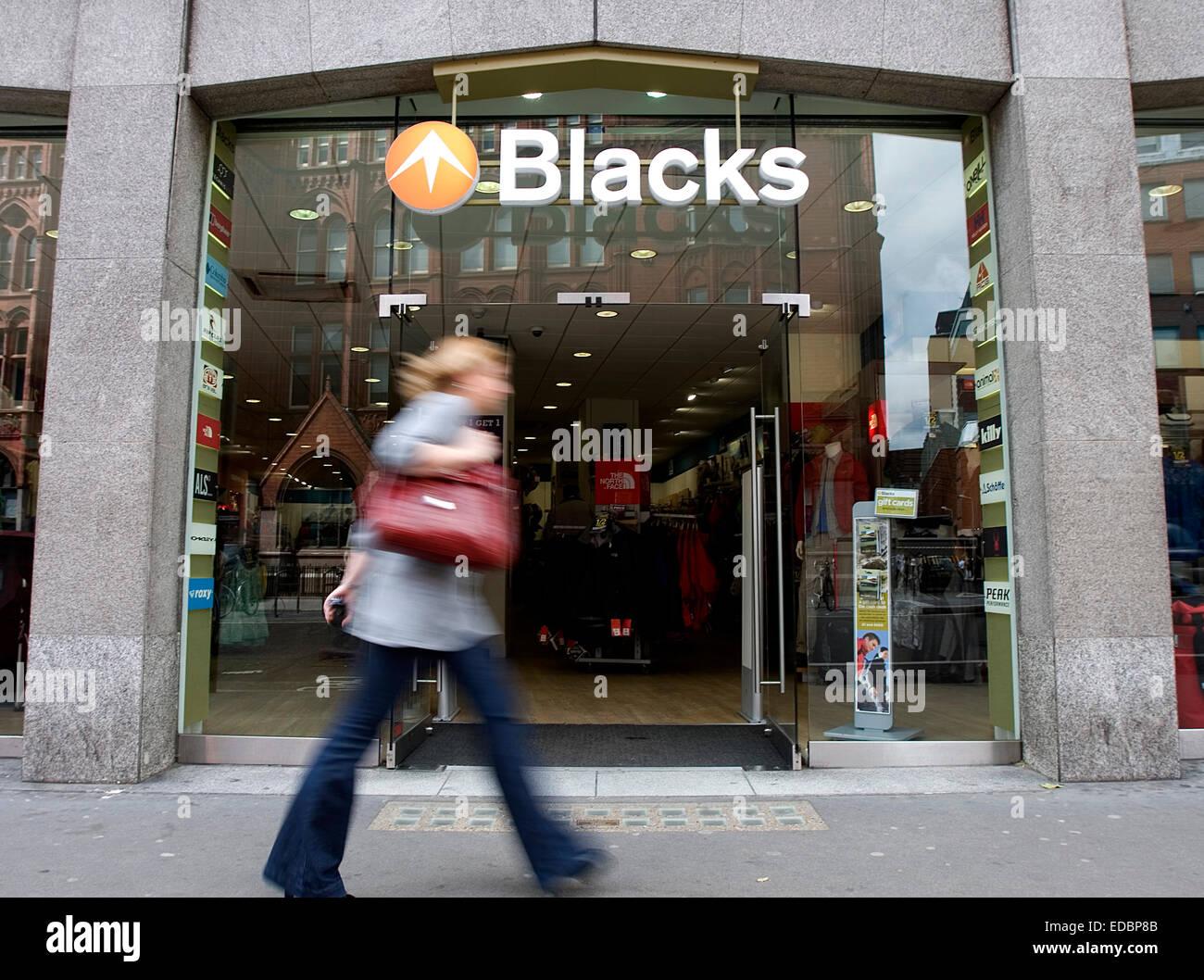 Una persona pasa por delante de una sucursal de negros Leisure Group, en Londres. 28/05/09 Imagen De Stock