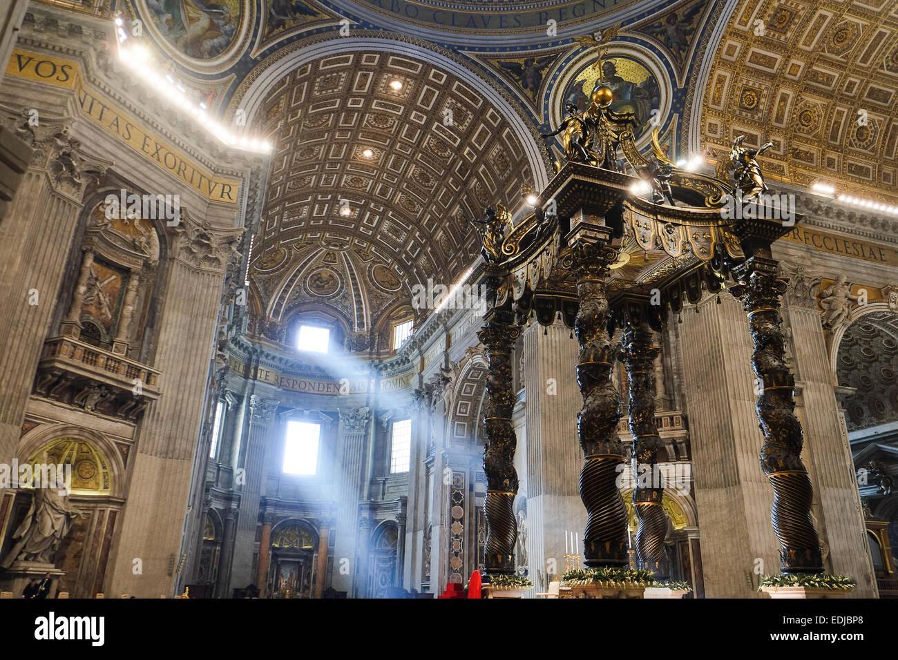 Ciudad del Vaticano. 06Th ene, 2015. La Santa Misa de la Epifanía, el Papa Francisco Crédito: Realmente Imagen De Stock