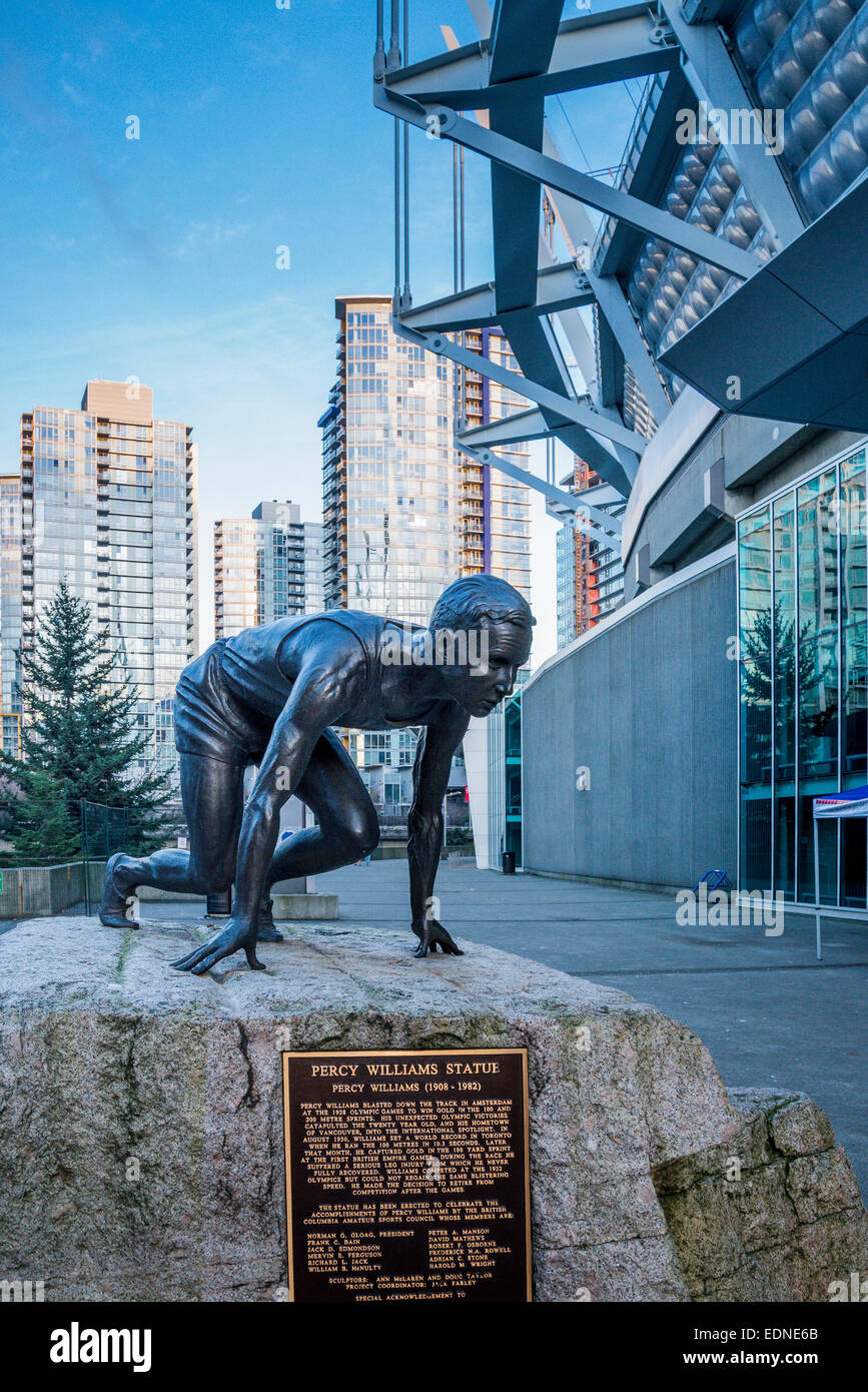 Estatua del atleta Percy Williams, BC Place Stadium, Vancouver, British Columbia, Canadá Imagen De Stock