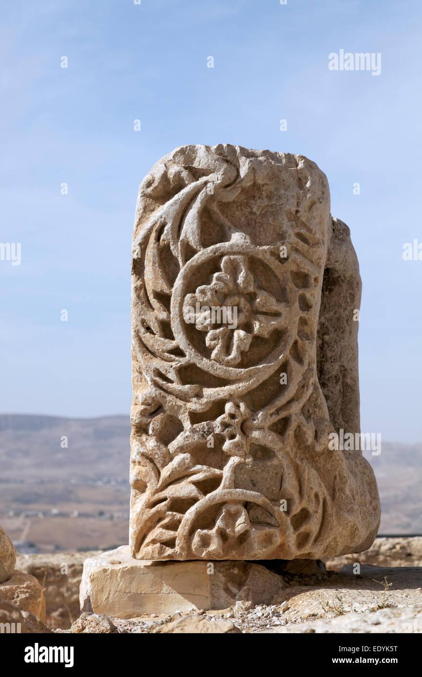 Piedra con alivio ornamentados, las ruinas del castillo de Kerak, un castillo de los cruzados, construido en 1140, Imagen De Stock