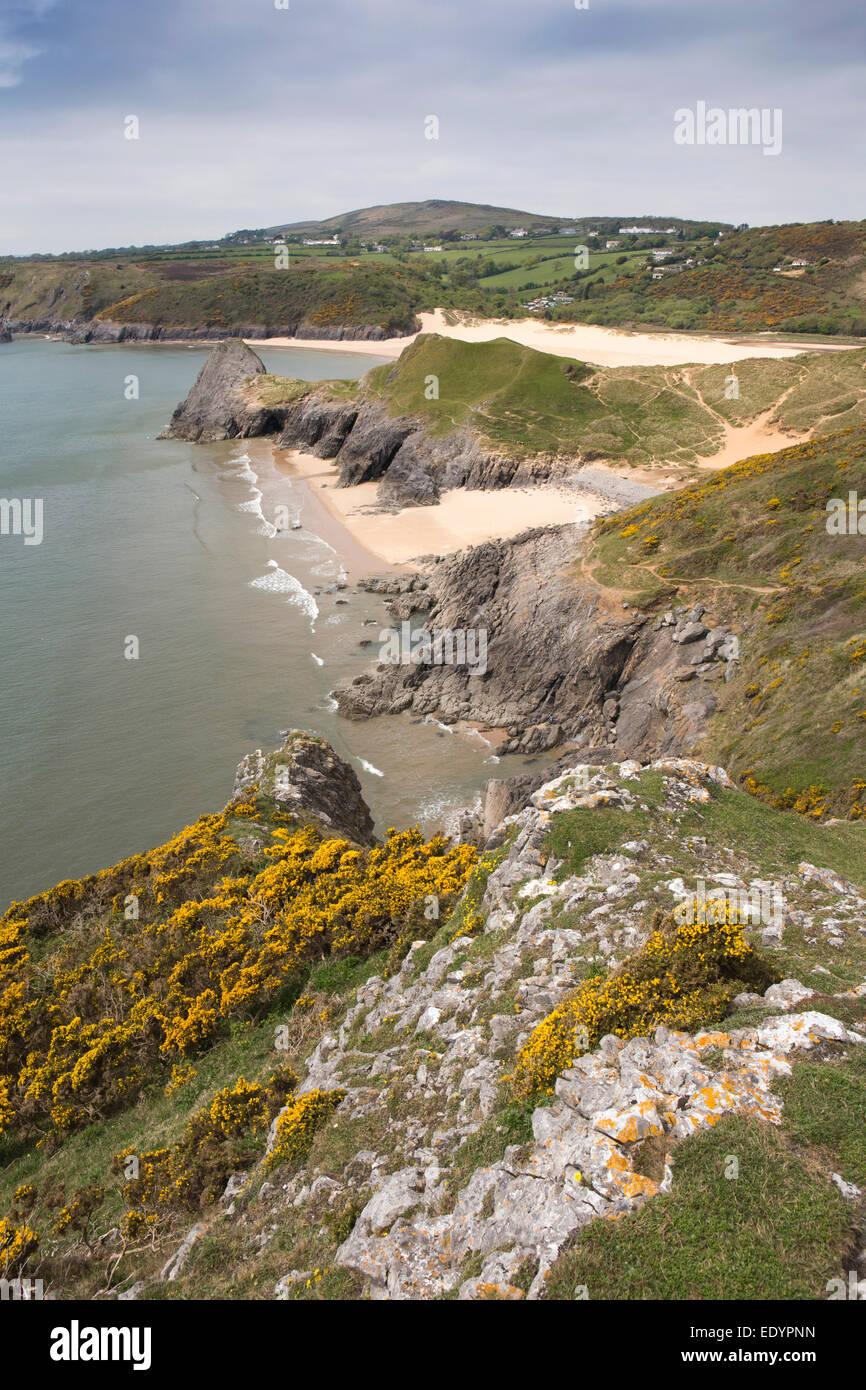 Reino Unido, Gales, Swansea, Gower, Southgate, acantilados y Pobbles tres Bay Beach Imagen De Stock