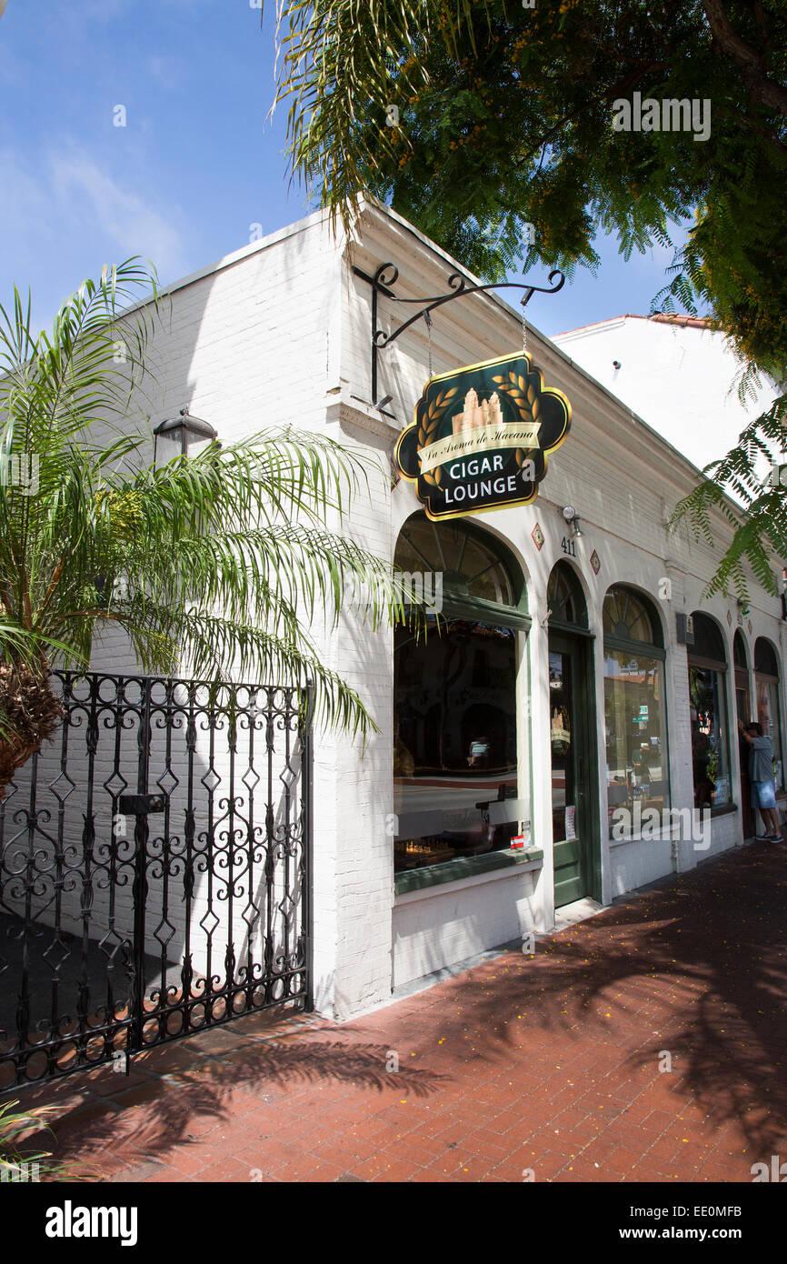 La Aroma de La Habana Cigar Lounge en State Street, en Santa Bárbara, California Imagen De Stock
