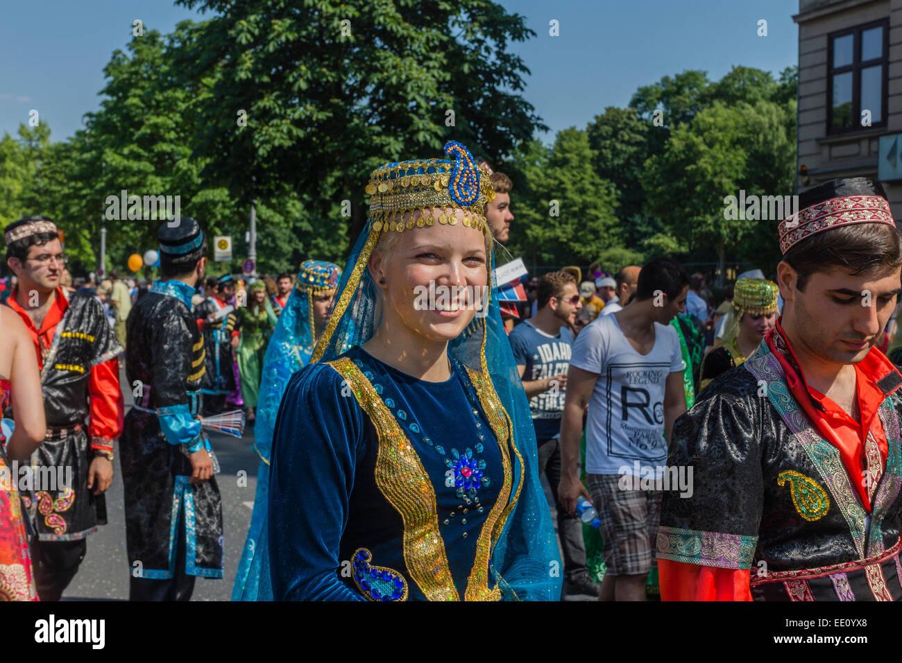"""Desfile anual """"Carnaval de las Culturas"""" a través de Kreuzberg, Berlín, Alemania Imagen De Stock"""