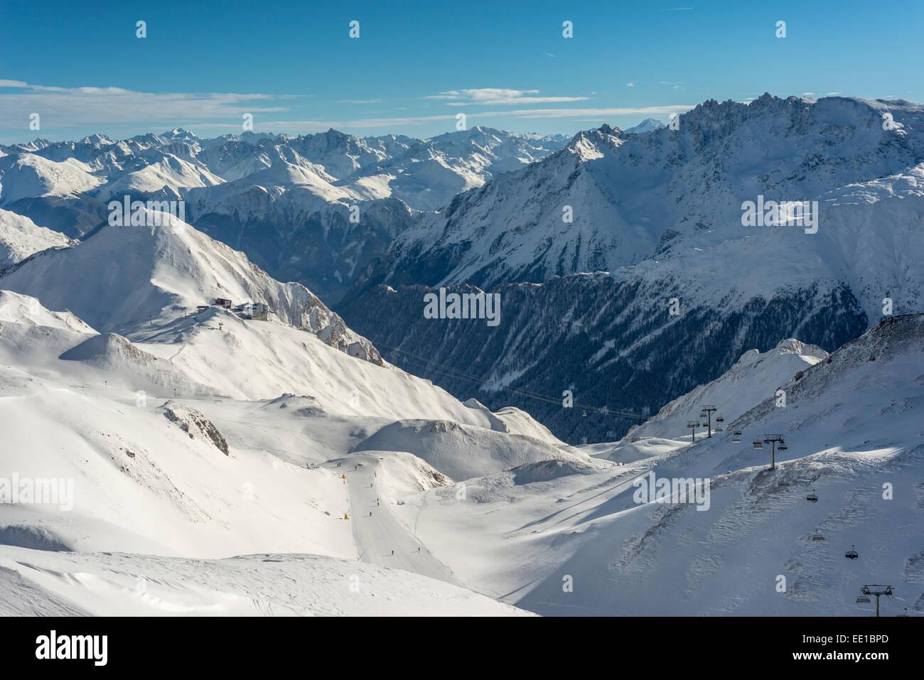 Los deportes de invierno de la región Silvretta Arena Ischgl-Samnaun, detrás de la estación de telecabina Imagen De Stock