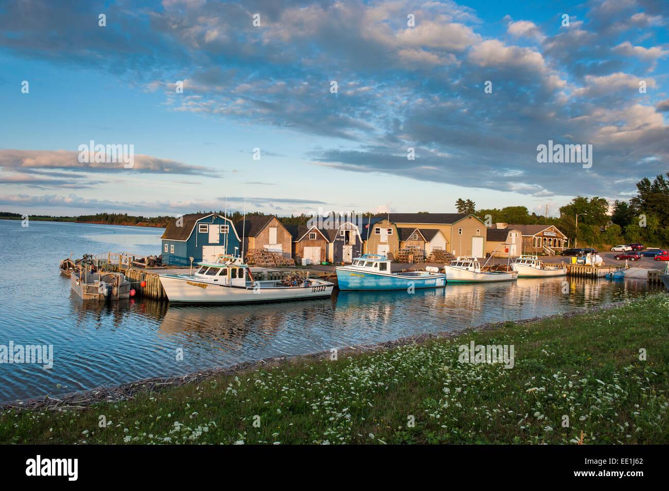 Los pequeños barcos en Puerto Stanley Bridge, Prince Edward Island, Canadá, América del Norte Foto de stock