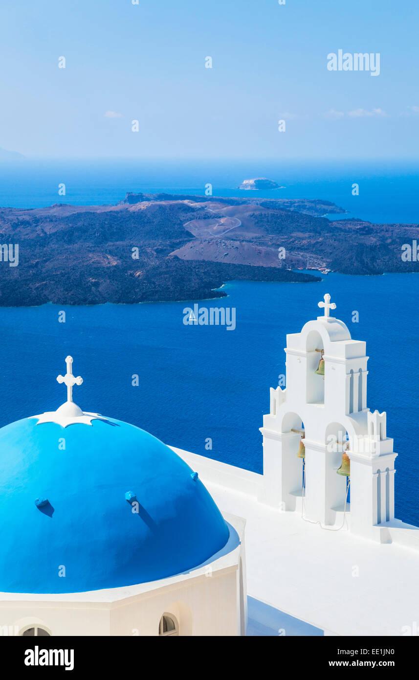 Cúpula azul y el campanario, la iglesia de San Gerasimos, Fira, Firostefani, Santorini (Thira), Islas Cícladas, Imagen De Stock