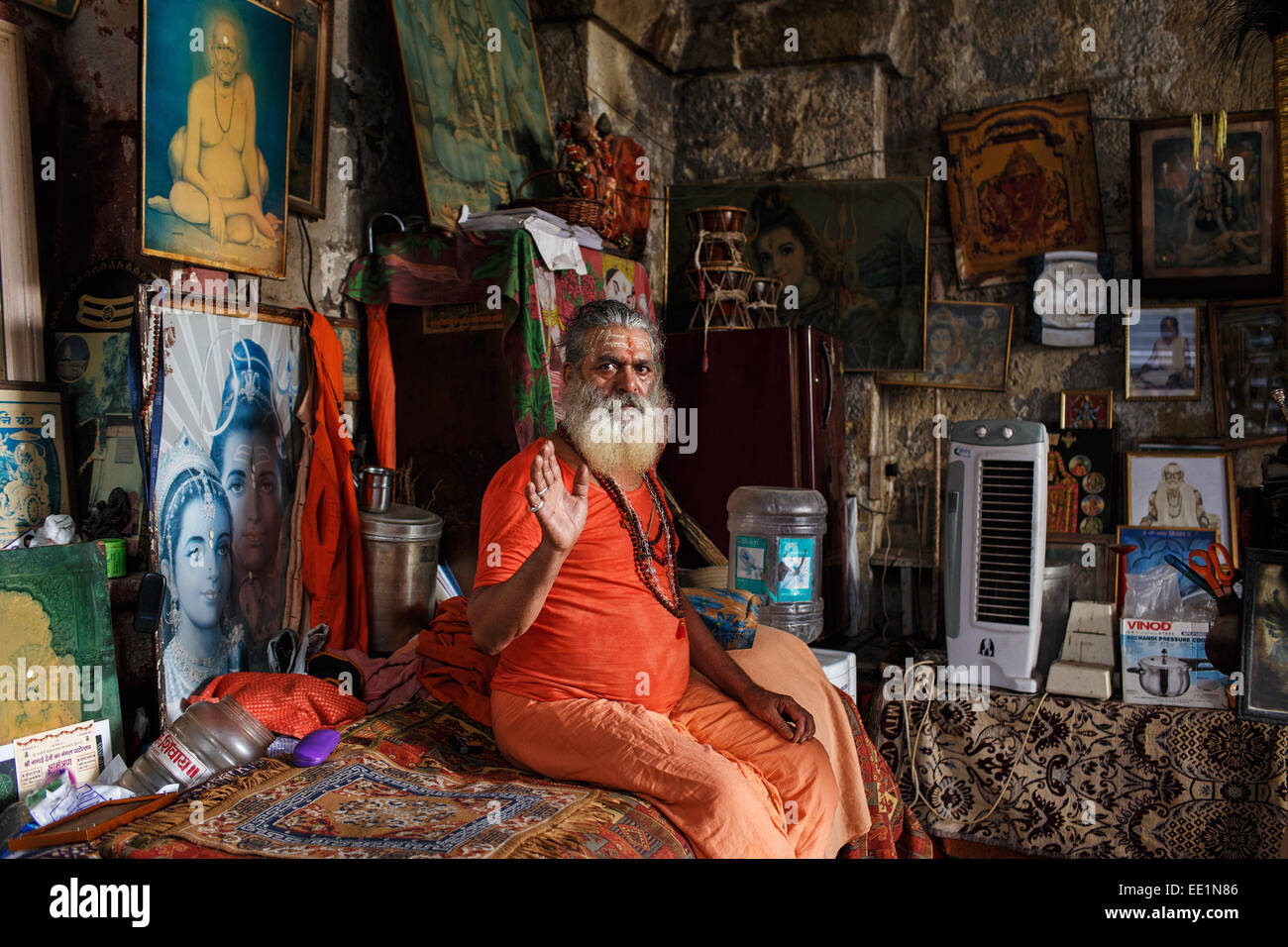 Un hindú Baba en Babulnath Templo en Mumbai, India. Imagen De Stock