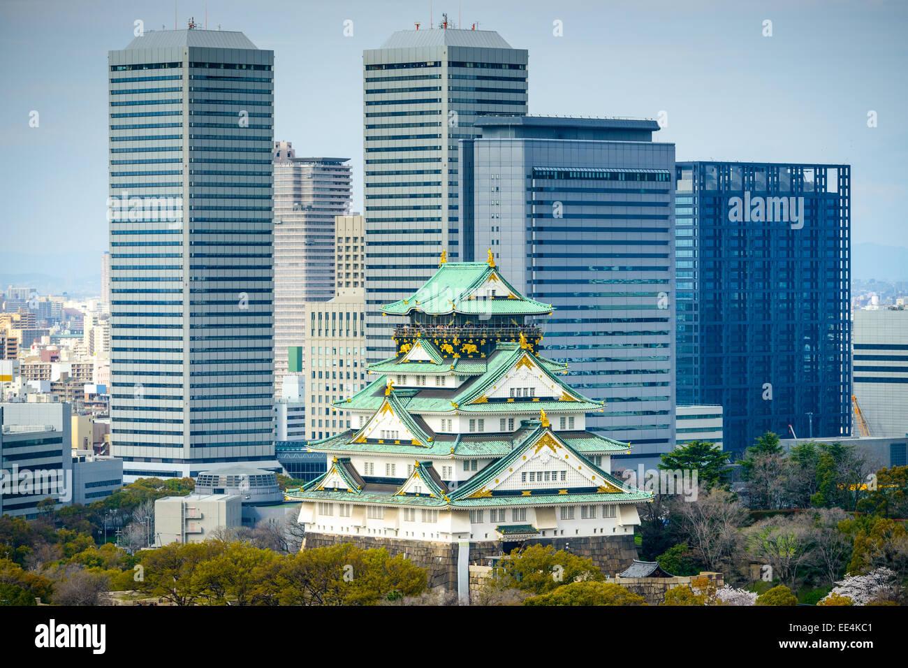 Osaka, Japón, del paisaje urbano en el castillo. Imagen De Stock