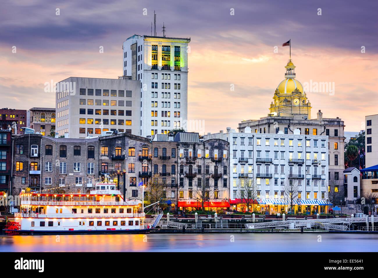 Savannah, Georgia, EE.UU. Perfil del centro de la ciudad. Foto de stock