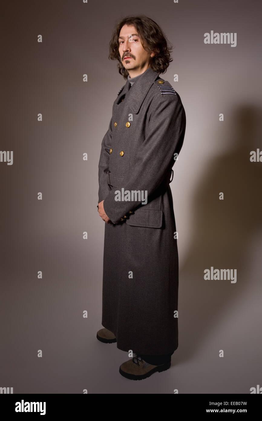 6b9f61056 Hombre vestido de militar ruso, longitud completa Foto & Imagen De ...