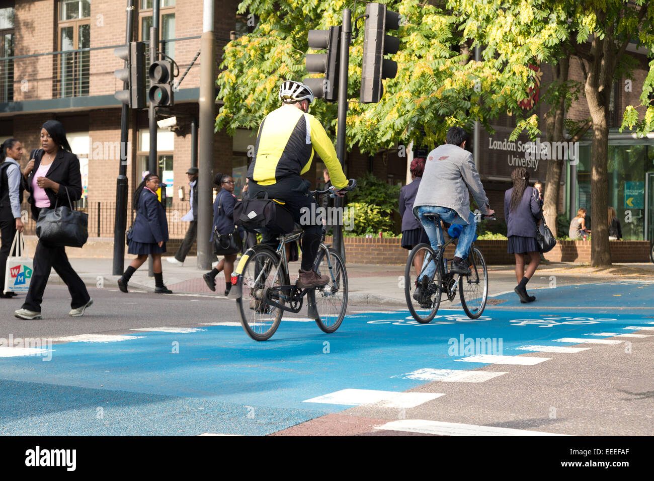 Ciclo CS7 autopista atraviesa London Road fuera Southbank University Imagen De Stock