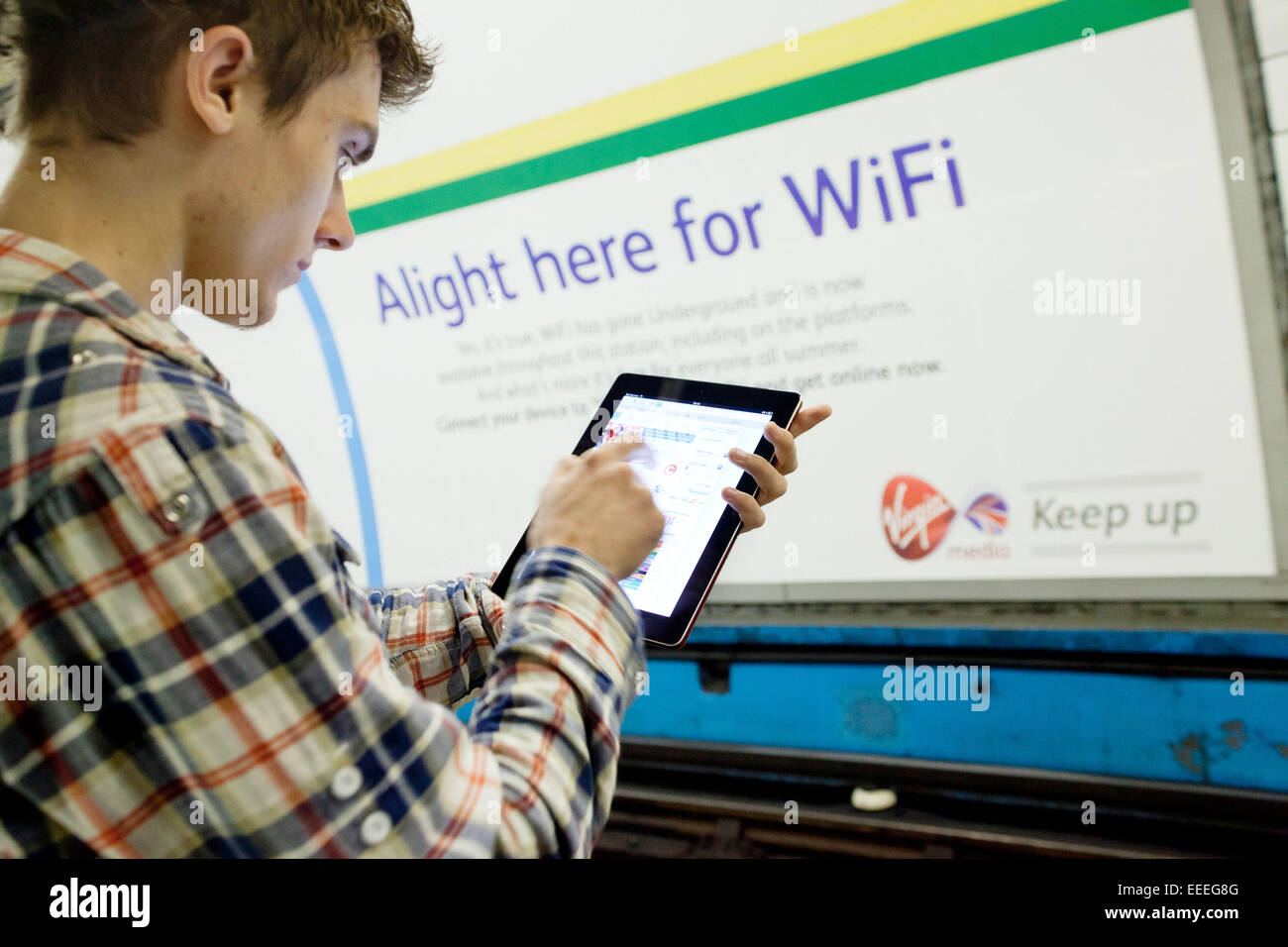 Wifi en el tubo de Virgin Media Imagen De Stock
