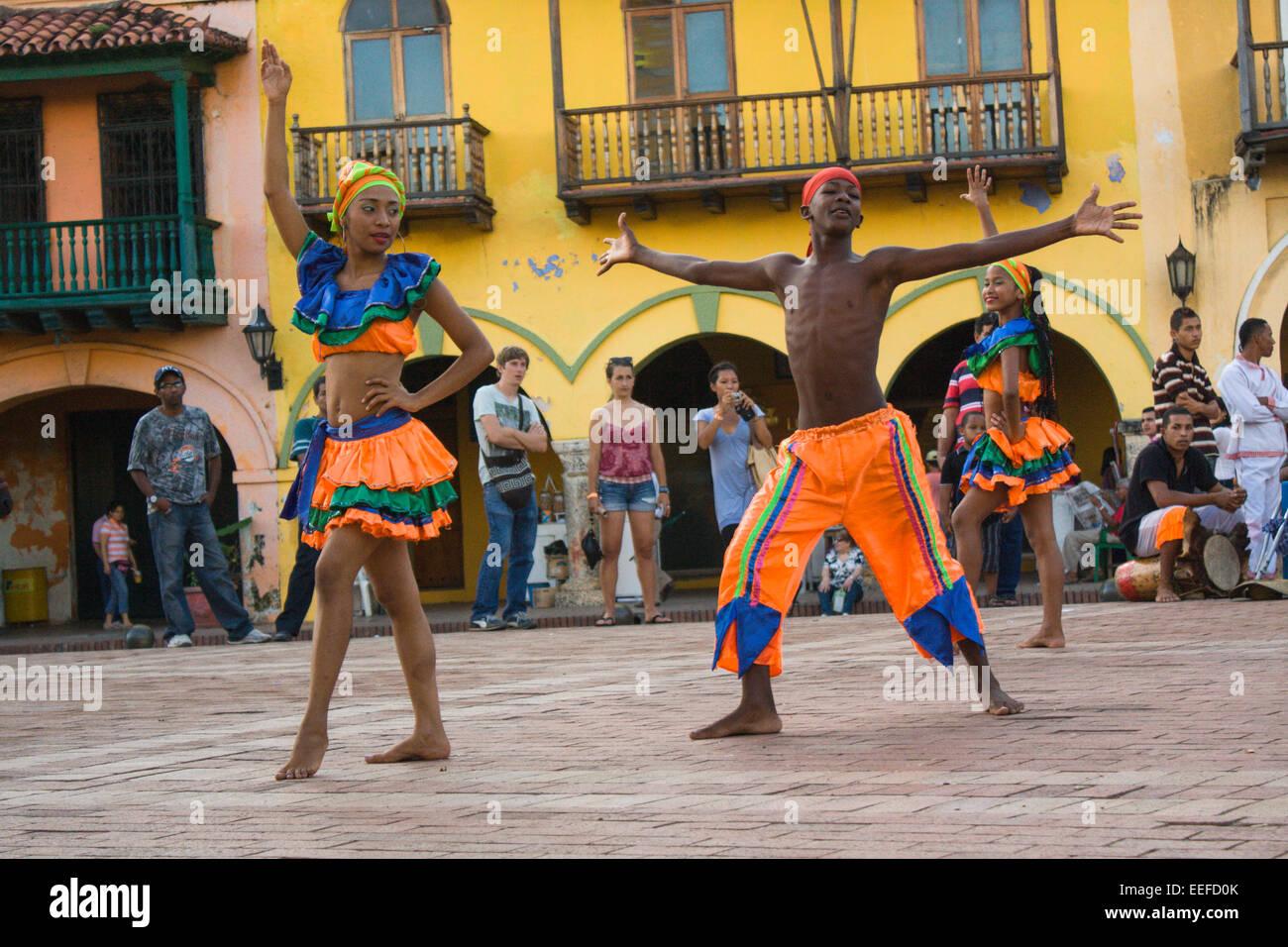 Baile Mapele tradicional en el casco antiguo de Cartagena de Indias, Colombia Imagen De Stock