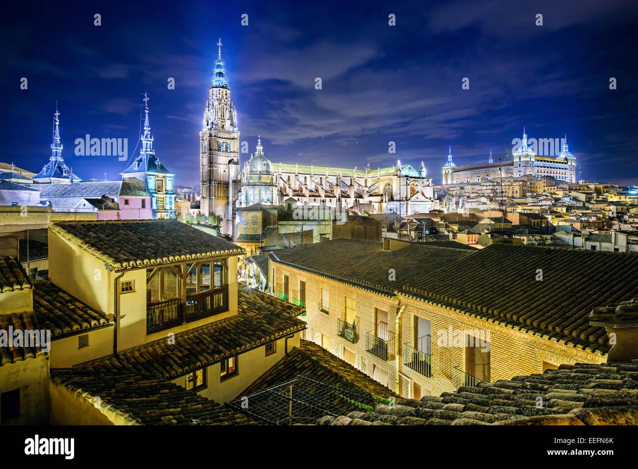 Toledo, España el horizonte de la ciudad, con la Catedral y el Alcázar. Imagen De Stock