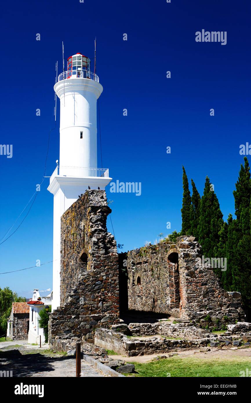 Ruinas del Convento de San Francisco y el Lighthouse barrio historico de Colonia del Sacramento, Uruguay Sudamérica Imagen De Stock