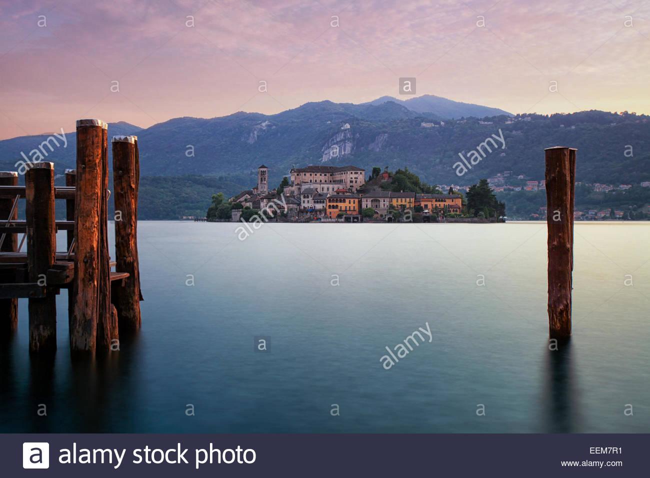 Italia, el Lago D'Orta, atardecer en Orta San Giulio Imagen De Stock