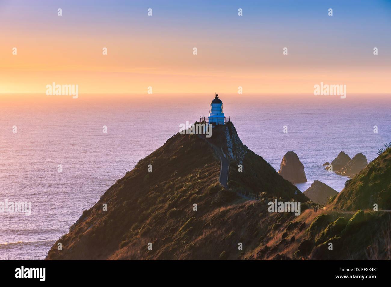 Faro de Nugget Point, Catlins, Isla del Sur, Nueva Zelanda Foto de stock