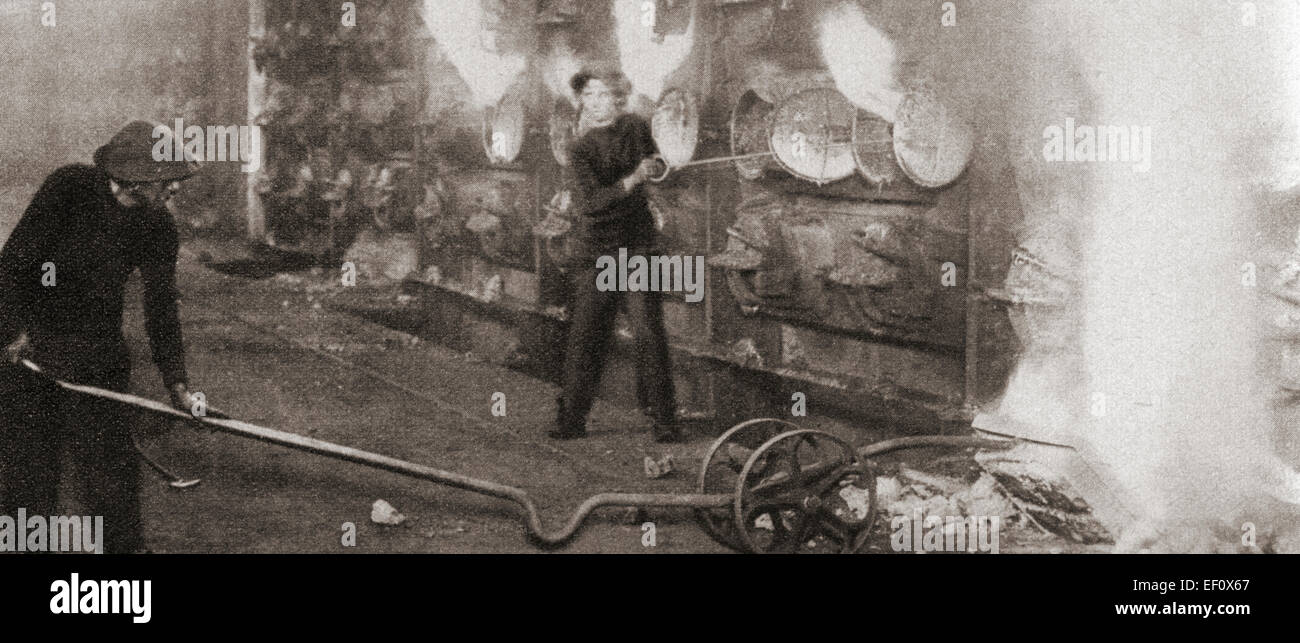 Las mujeres tomaron a lo largo de muchos puestos de trabajo para hombres durante la Primera Guerra Mundial, lo que Imagen De Stock