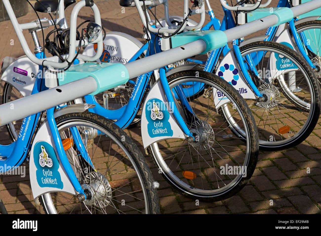 Servicio de alquiler de bicicletas en el ciclo Conectar scheme, Northampton, Northamptonshire, Inglaterra Imagen De Stock