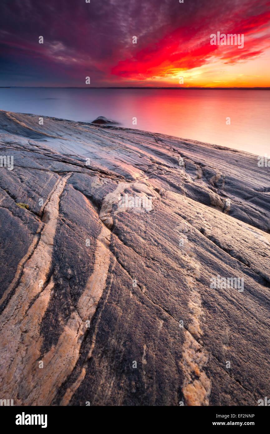 Atardecer en Larkollen por el Fiordo de Oslo kommune, Østfold, Rygge fylke, Noruega. Foto de stock