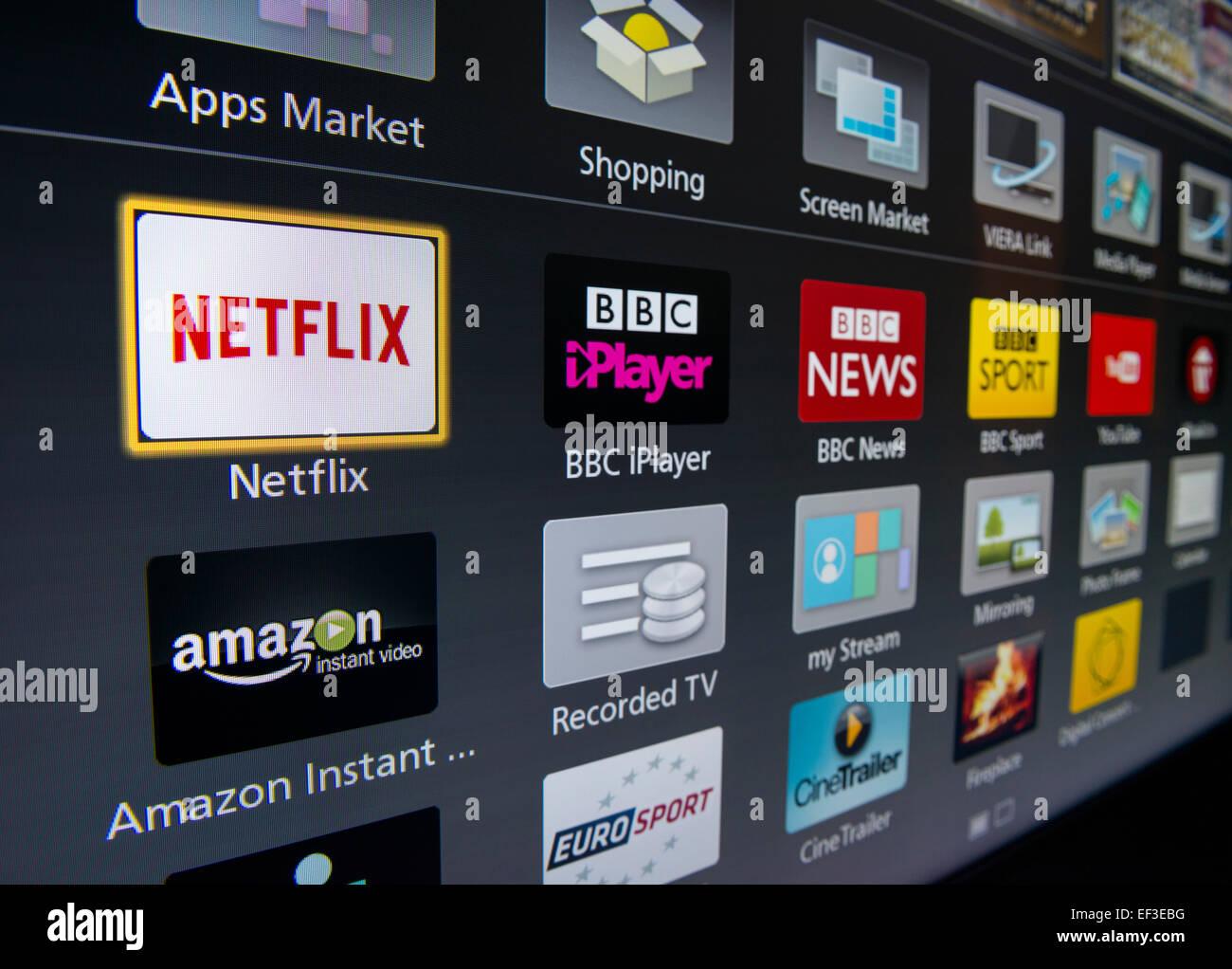 Las aplicaciones en la pantalla de un TV inteligente Imagen De Stock