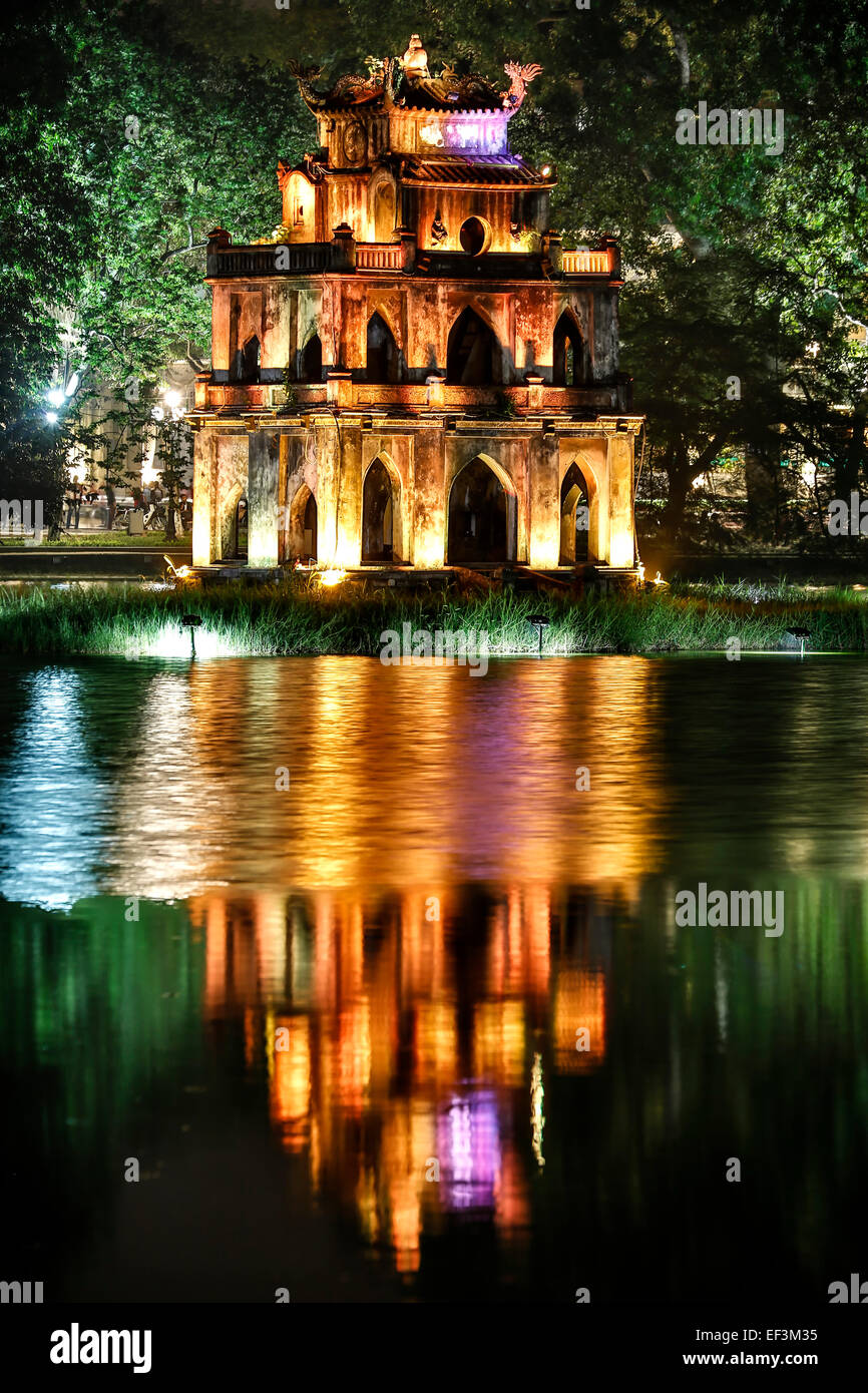 Torre de la tortuga, el Lago Hoan Kiem, Hanoi, Vietnam Imagen De Stock
