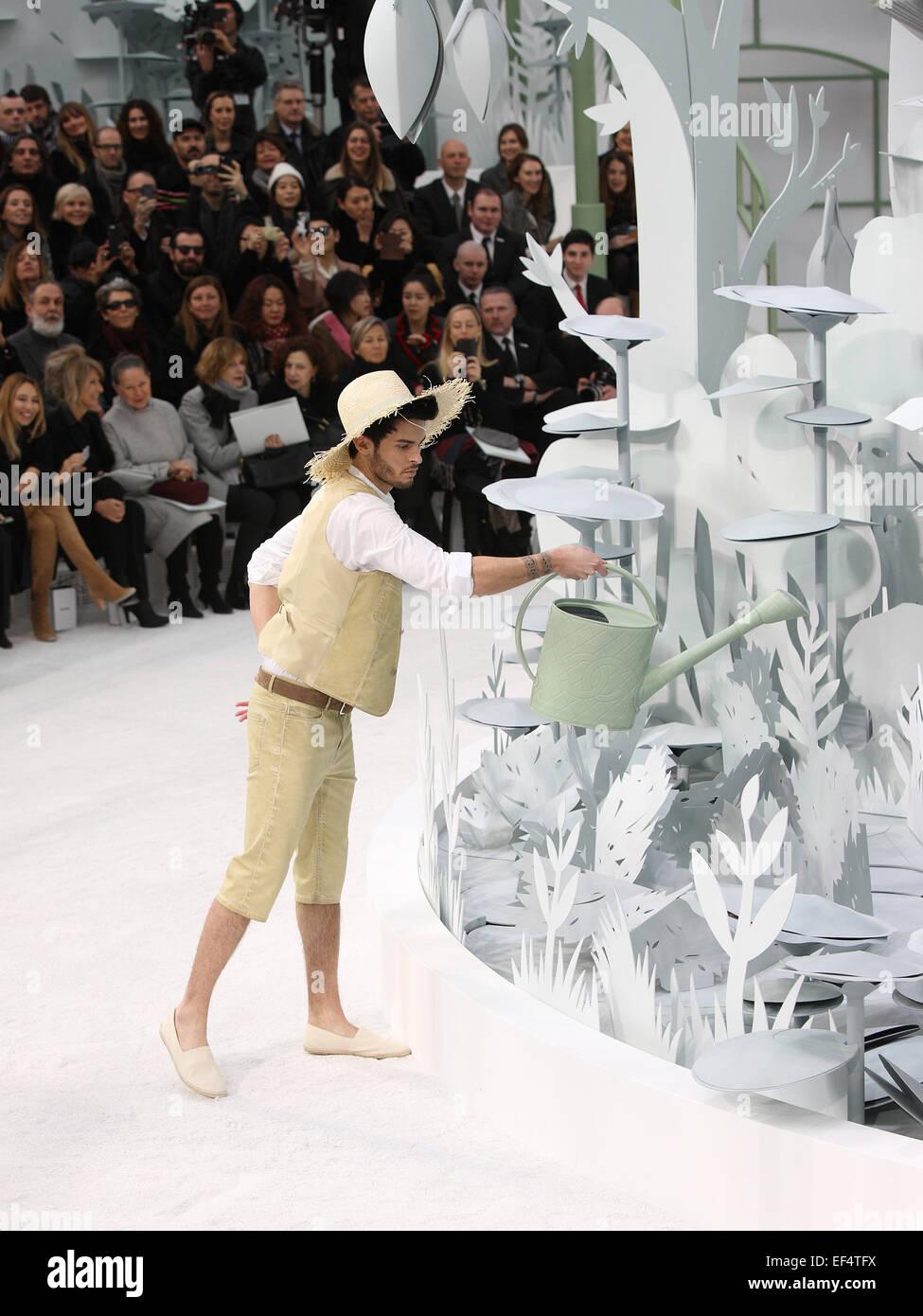 Baptiste Giabiconi Chanel Fashion Show Imágenes De Stock & Baptiste ...