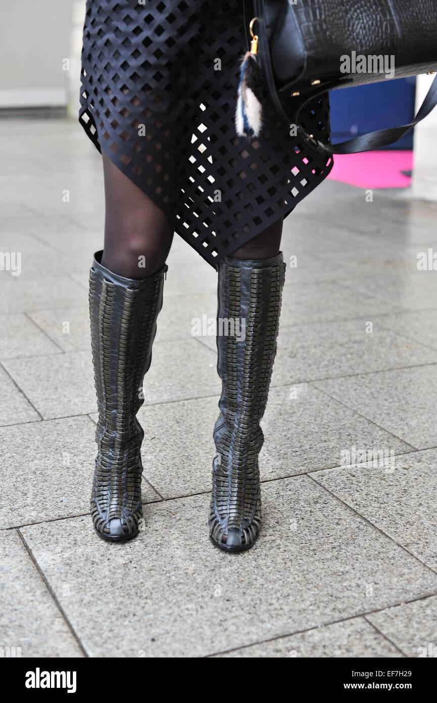 Editor de moda Renata Piza llegando a la pista de aterrizaje Schiaparelli espectáculo  durante la Semana c37469f7ec