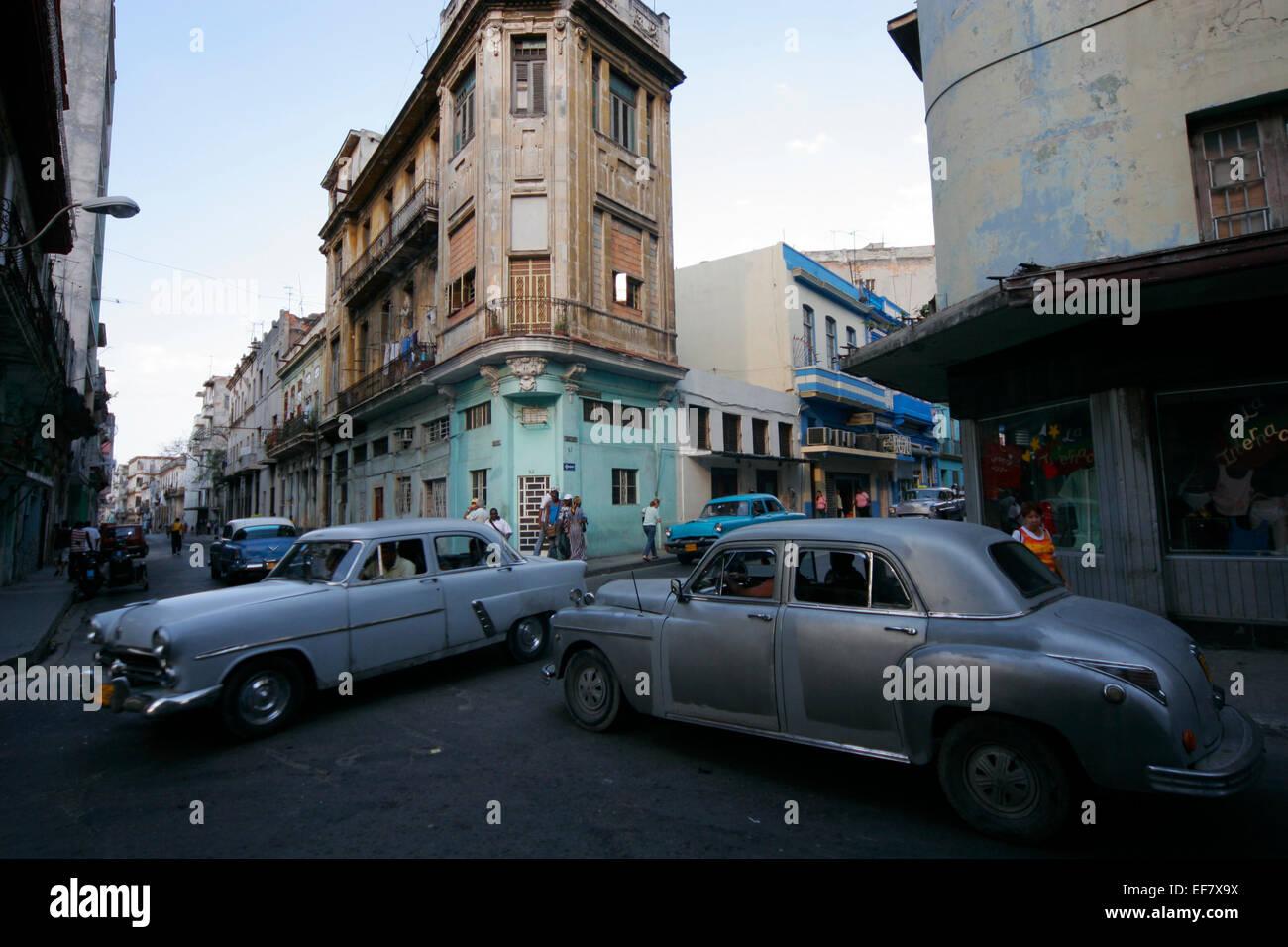 Los automóviles antiguos en La Habana, Cuba Imagen De Stock