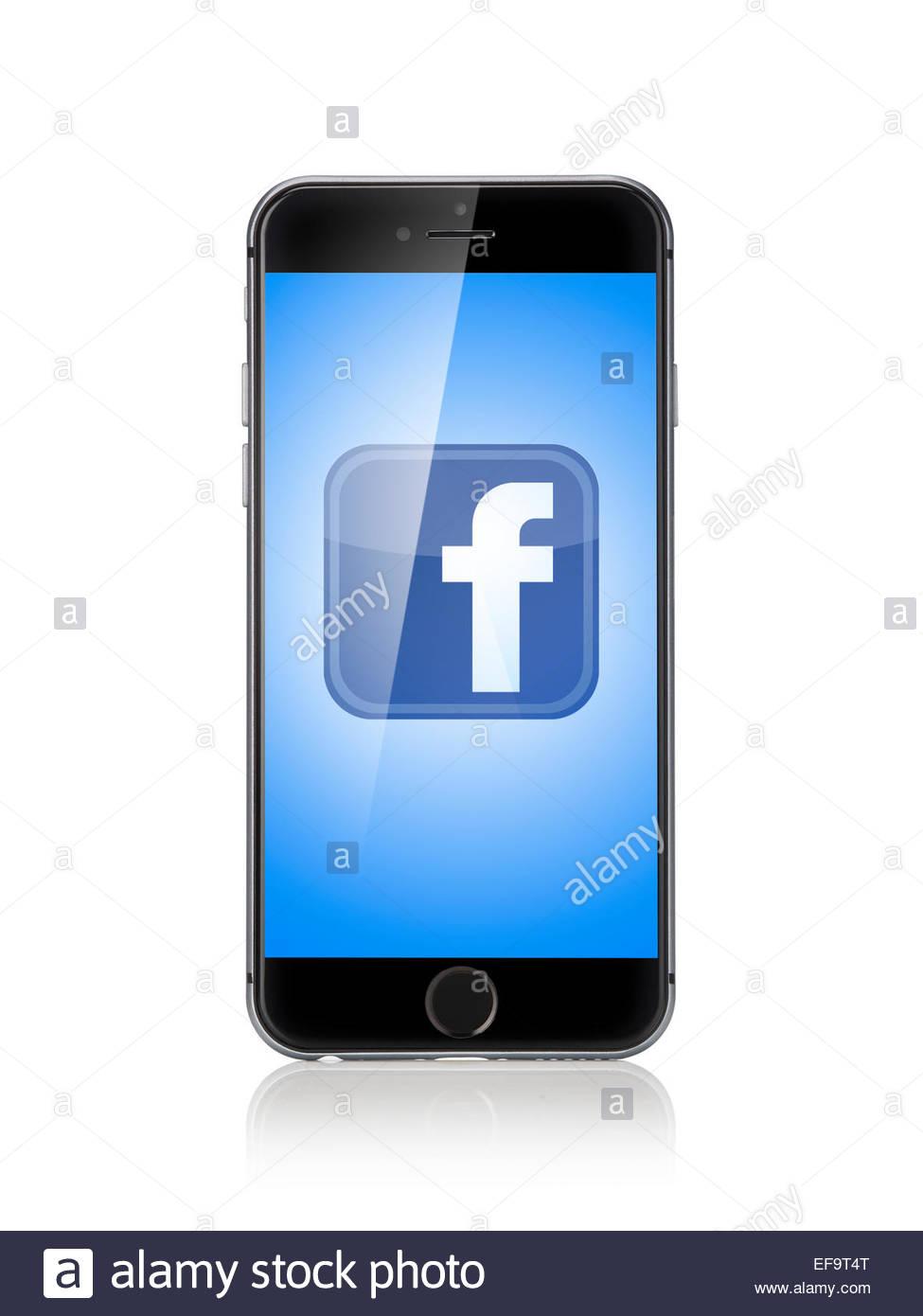 Apple iPhone 6 negro/plata en la delantera. Aislado en blanco como un recorte con Facebook en la pantalla. Mirando Imagen De Stock