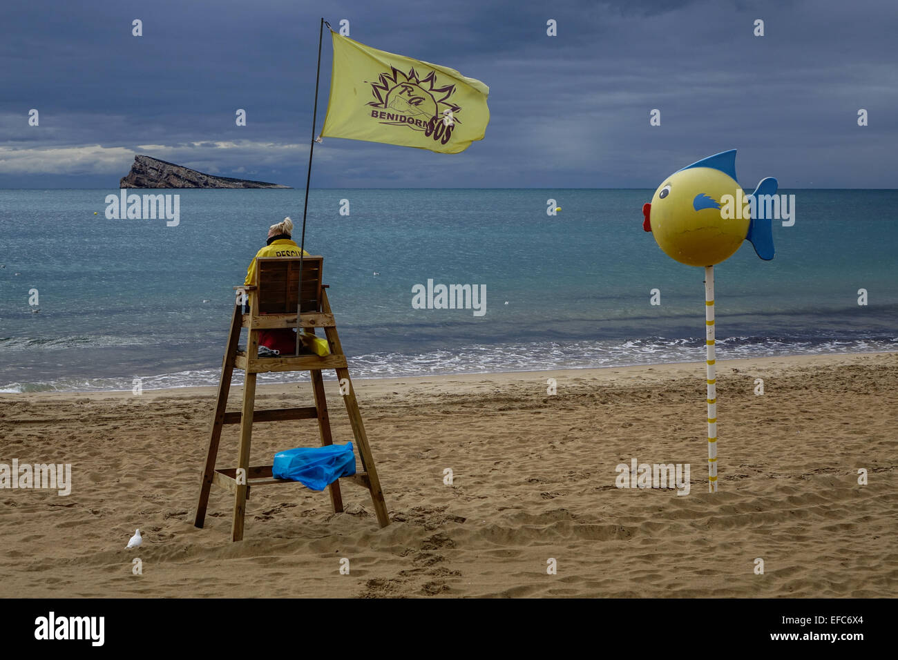 silla puesto socorrista playa benidorm