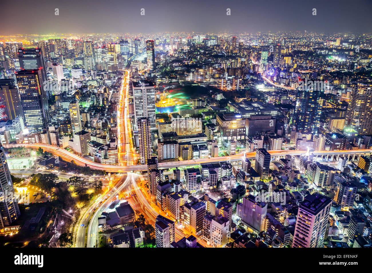Tokio, Japón, el paisaje urbano y carreteras. Imagen De Stock