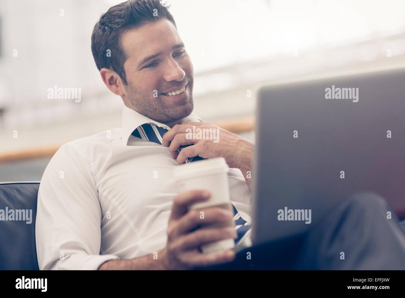 Retrato de un hombre de negocios relajante Imagen De Stock