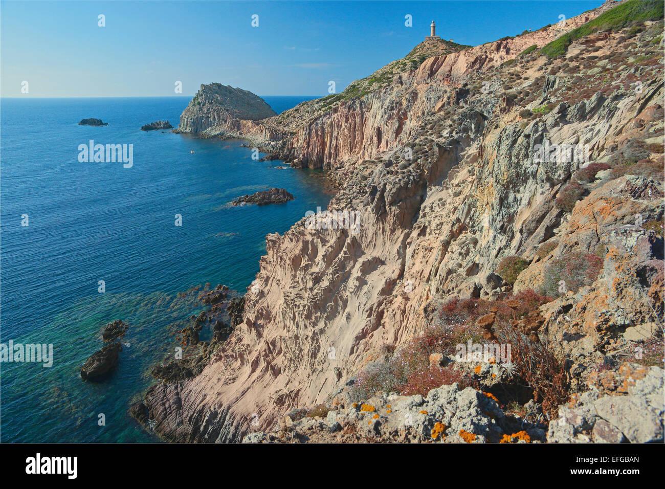 Trachytic imgenes de stock trachytic fotos de stock alamy vista panormica de los acantilados de capo sandalo con faro la isla de san sciox Gallery