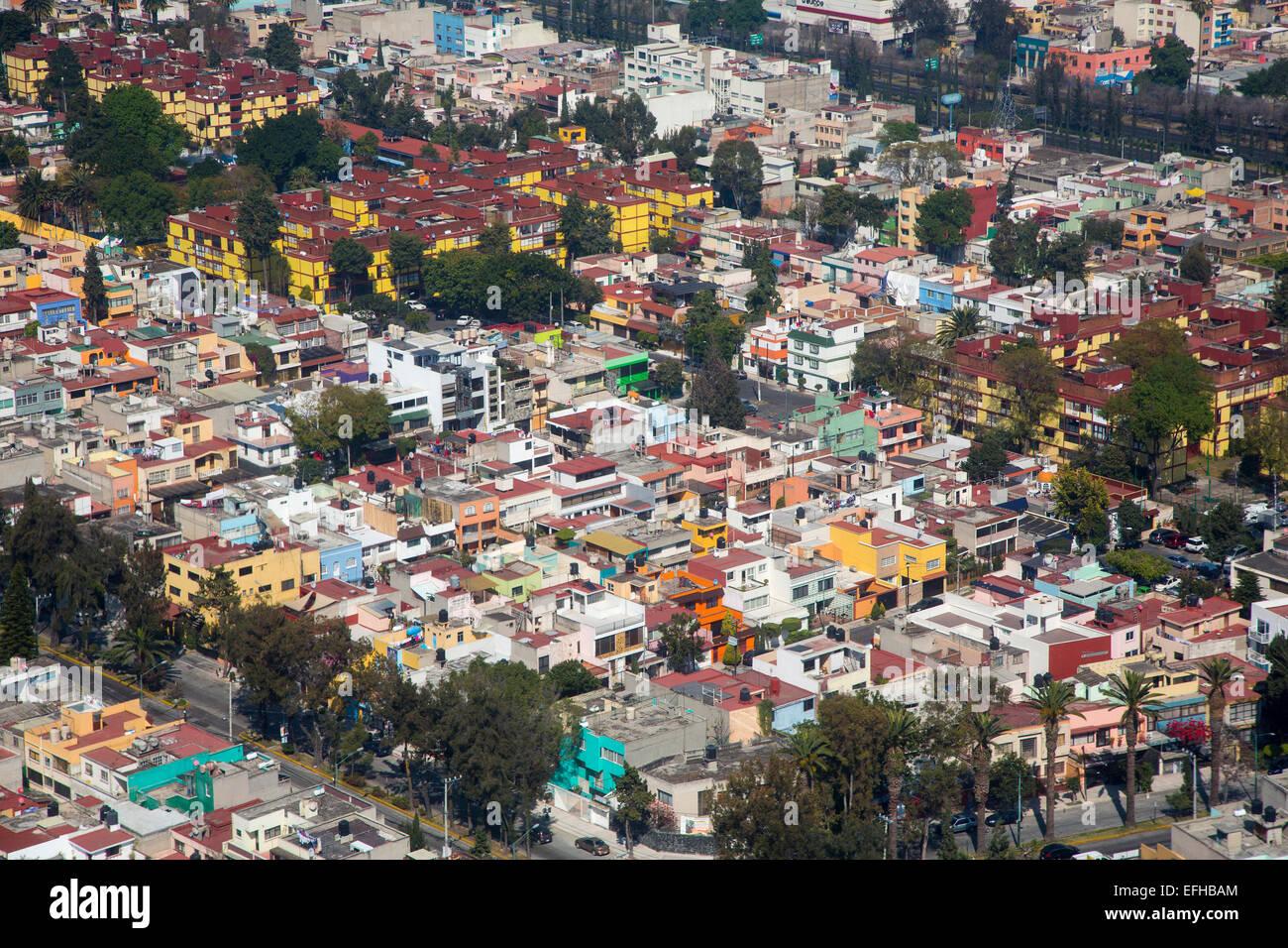 Ciudad de México, México - Colorida vivienda en la Ciudad de México. Imagen De Stock