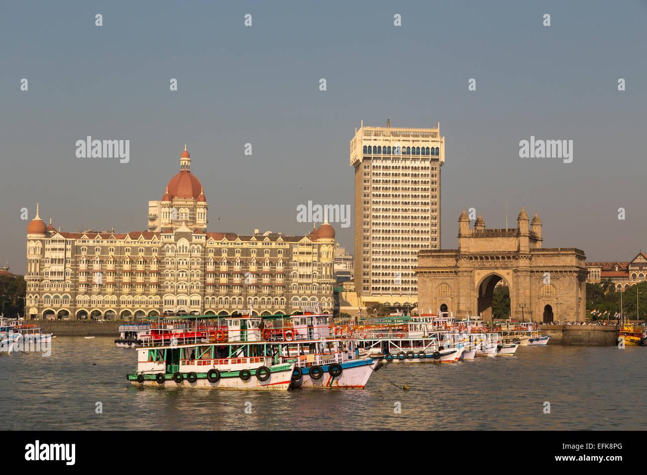 La India, Maharashtra, Mumbai, Colaba district, puerta de la India y el Hotel Taj, temprano en la mañana la Imagen De Stock