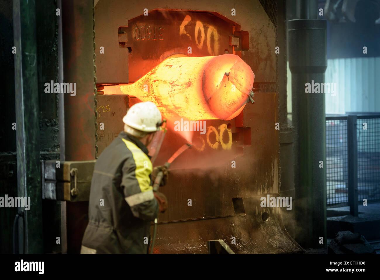 Obrero siderúrgico lavado a presión Forge Press Imagen De Stock