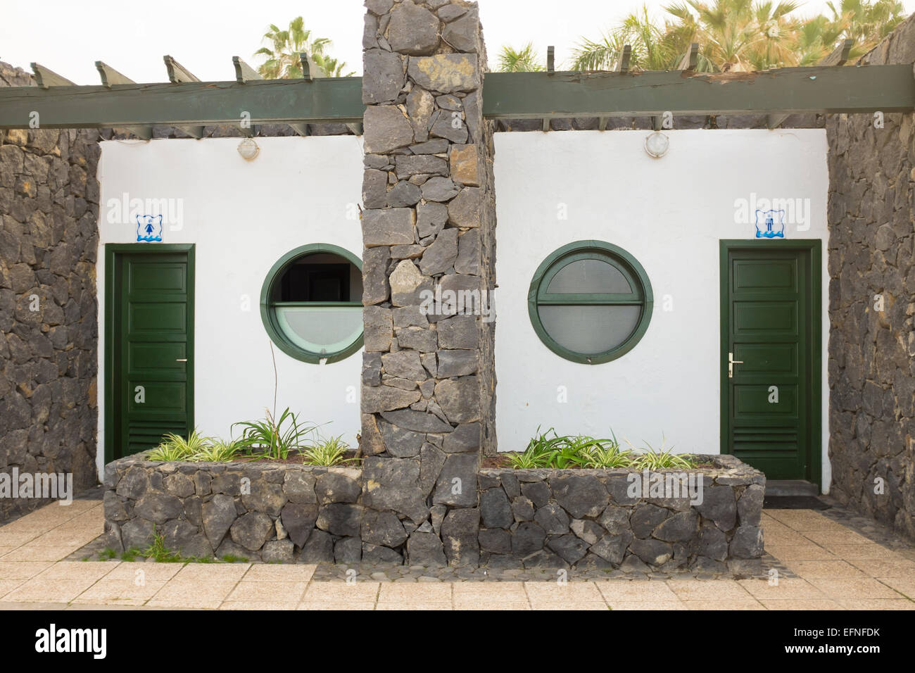 Vista exterior de señoras y gentlemens aseos públicos, Puerto de la Cruz, Tenerife, Islas Canarias Imagen De Stock
