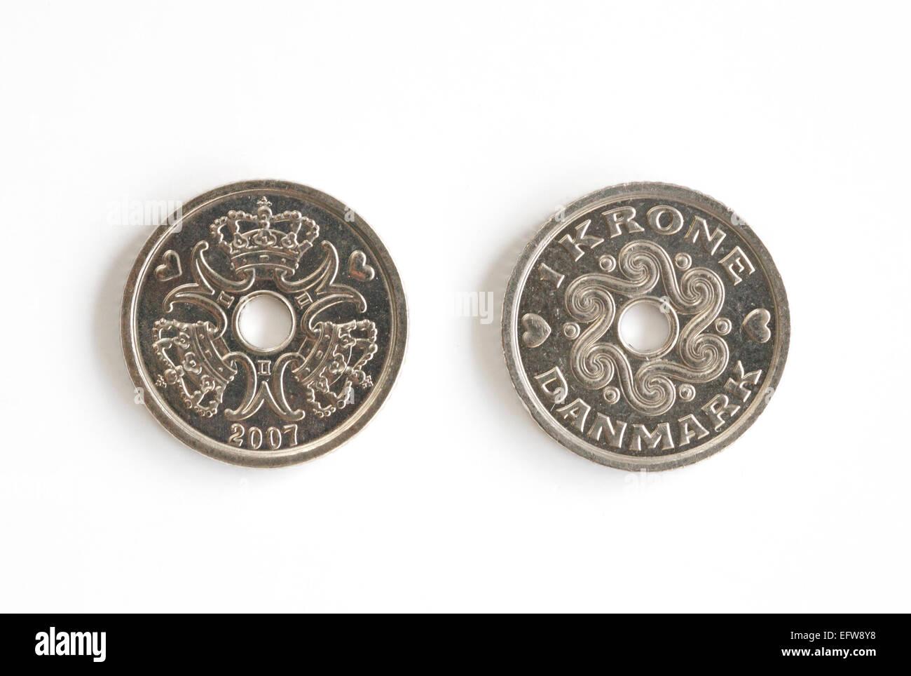 Dos Coronas danés piezas sobre un fondo blanco. Foto de stock