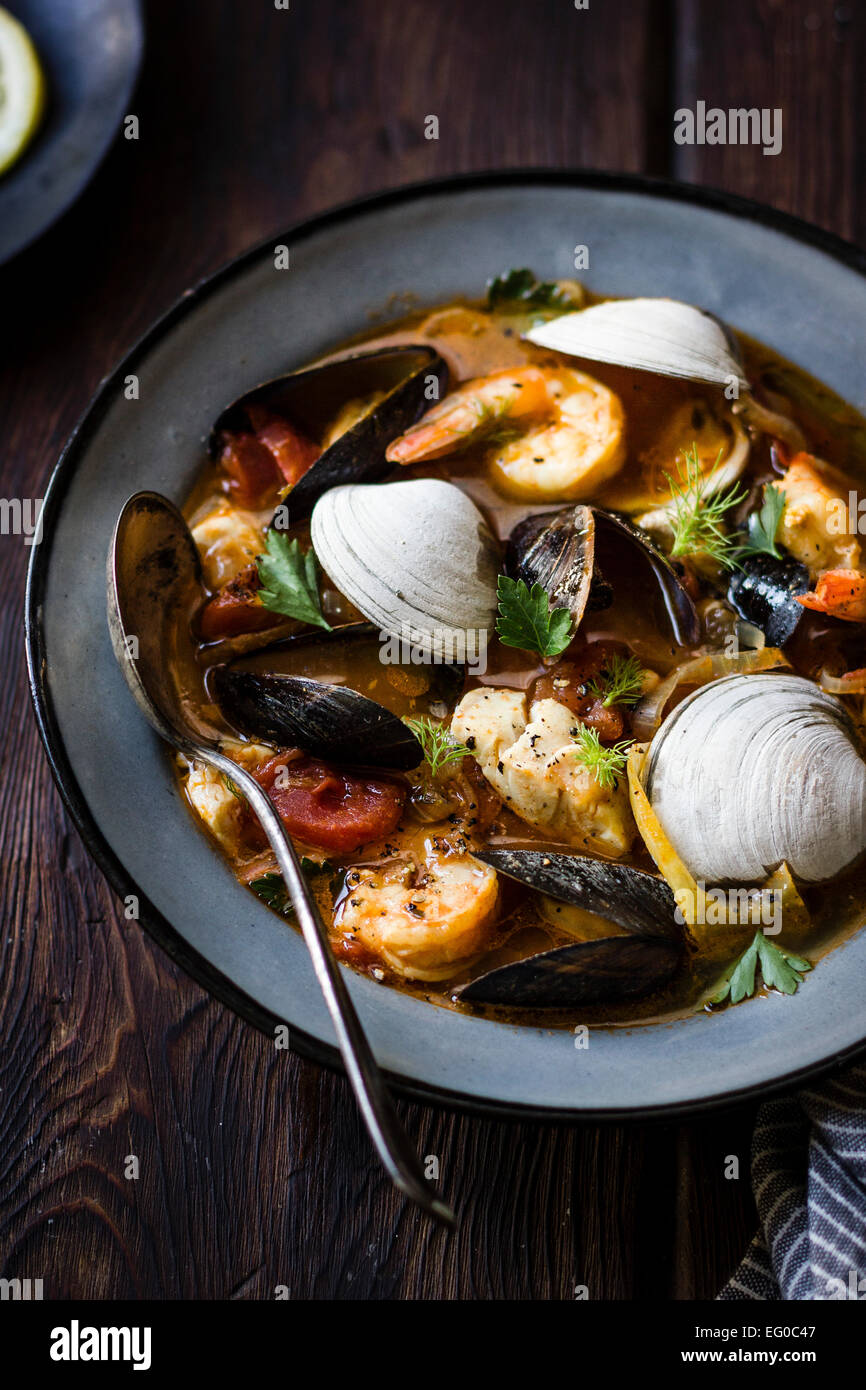 Cioppino guiso de pescado, originaria de San Francisco. Imagen De Stock