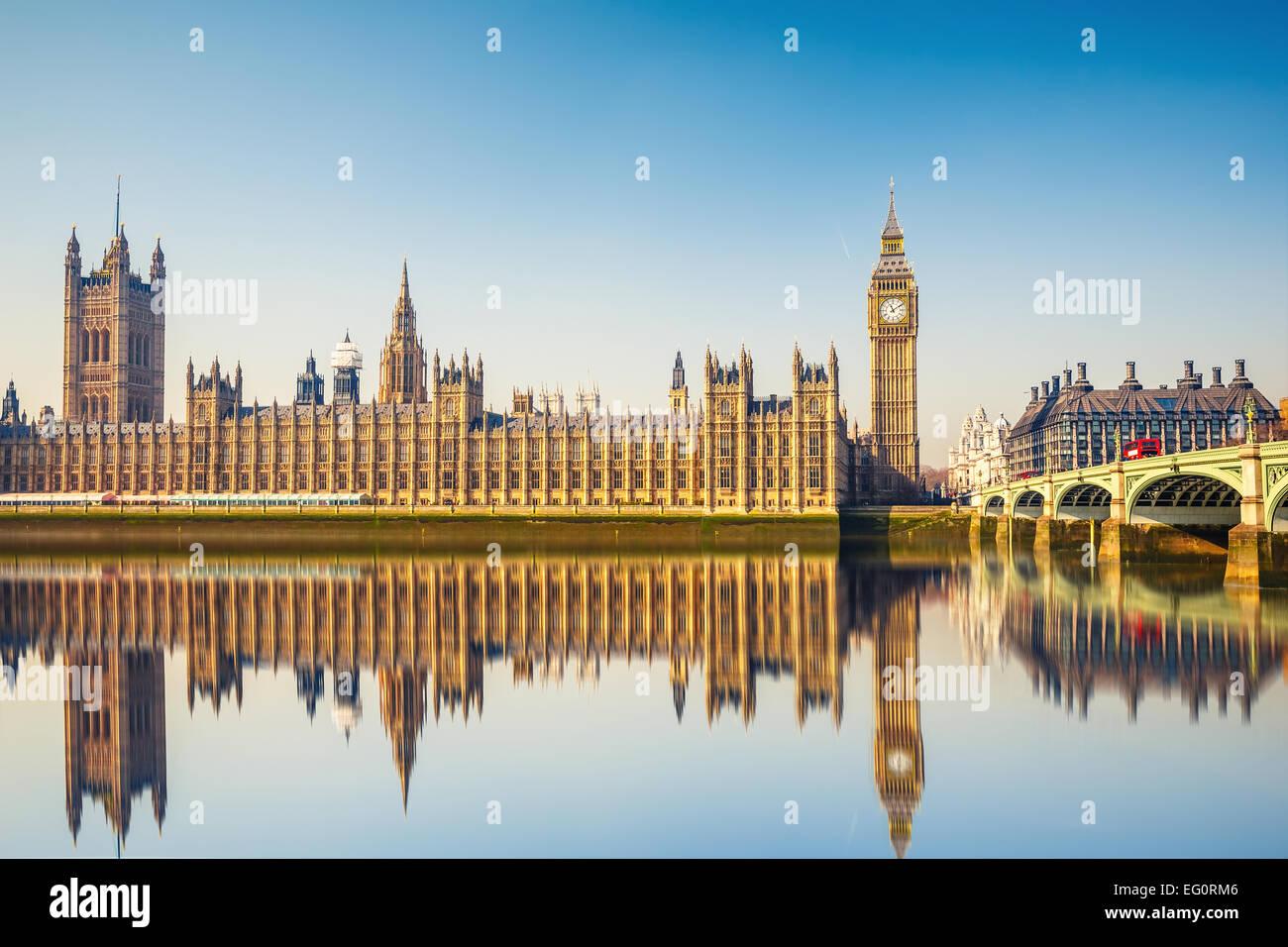 El Big Ben y las Casas del Parlamento, el London Imagen De Stock