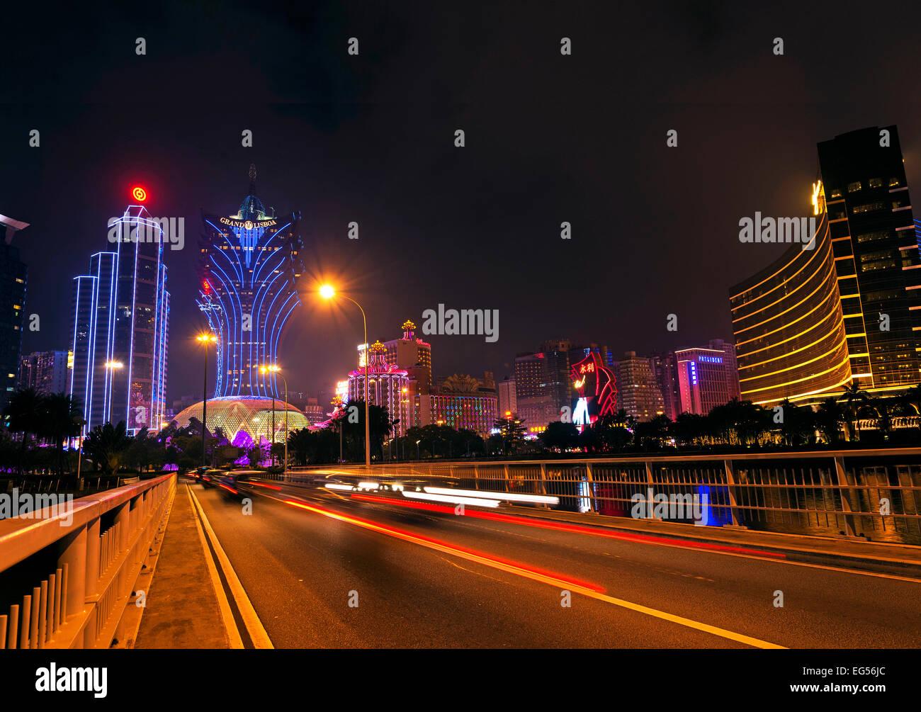 Casinos skyline en noche en Macao, China Imagen De Stock