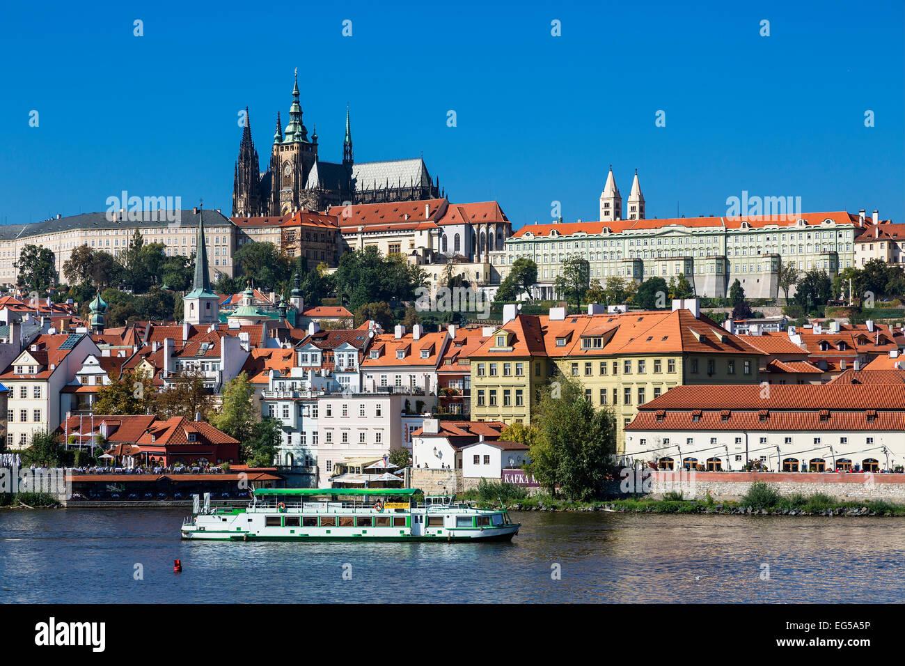 La Catedral de San Vito y el Castillo de Praga Imagen De Stock