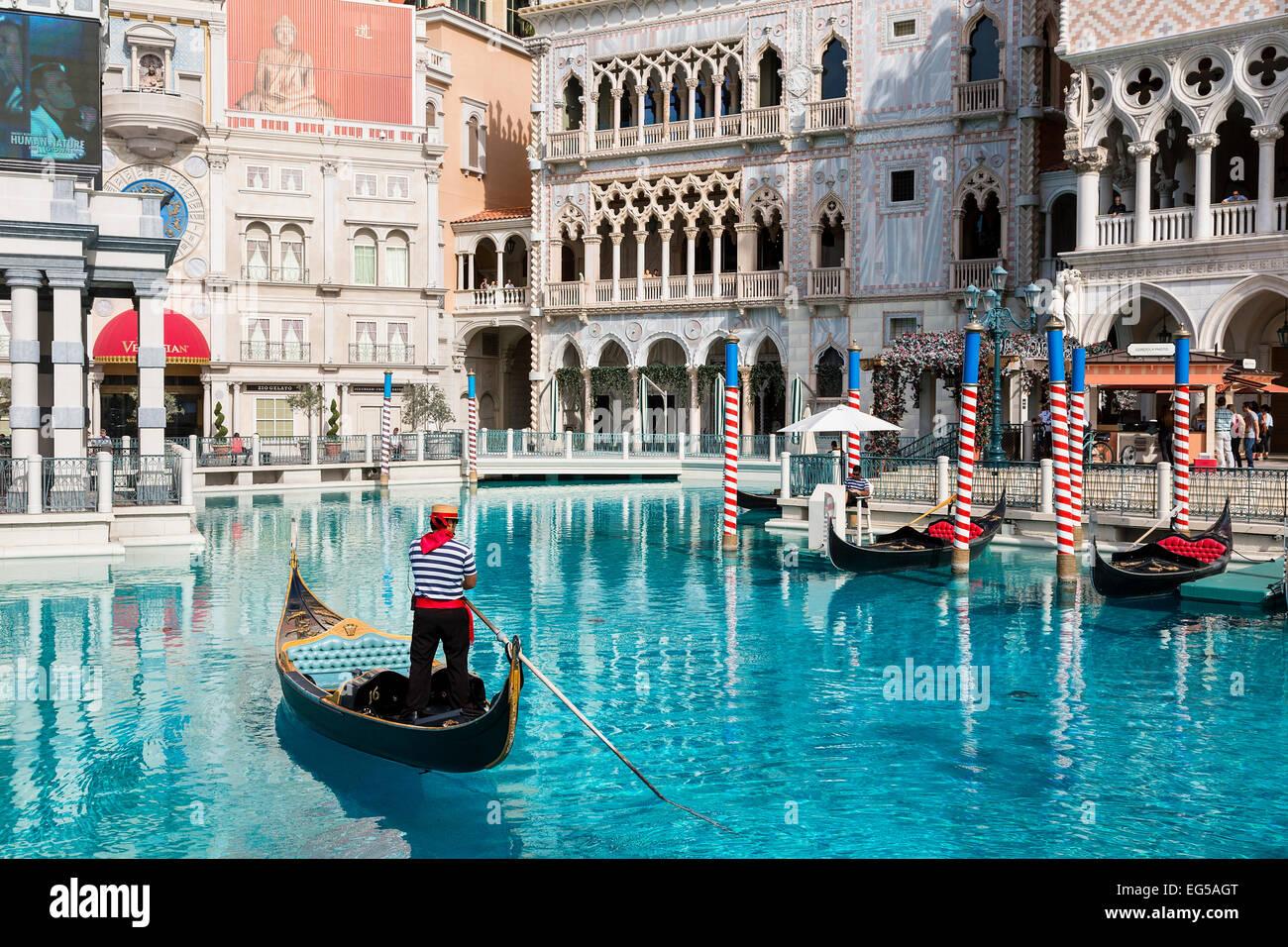 En góndola en el Venetian Hotel de Las Vegas, EE.UU. Imagen De Stock