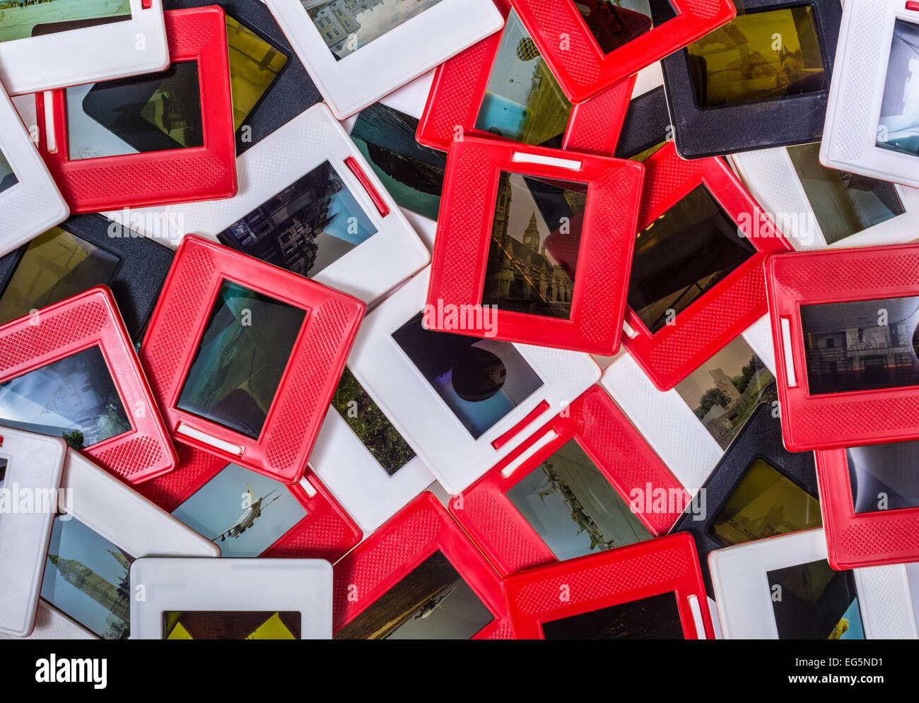 Montón de recuerdos - viejas diapositivas de 35mm pila diapositives Imagen De Stock