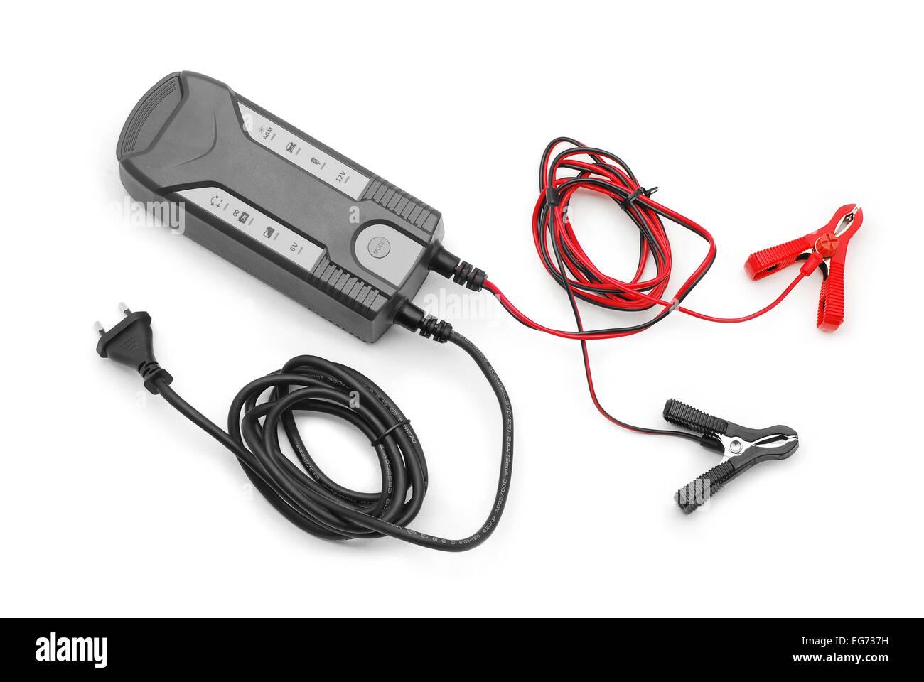 Cargador de batería cable puente sobre blanco Imagen De Stock