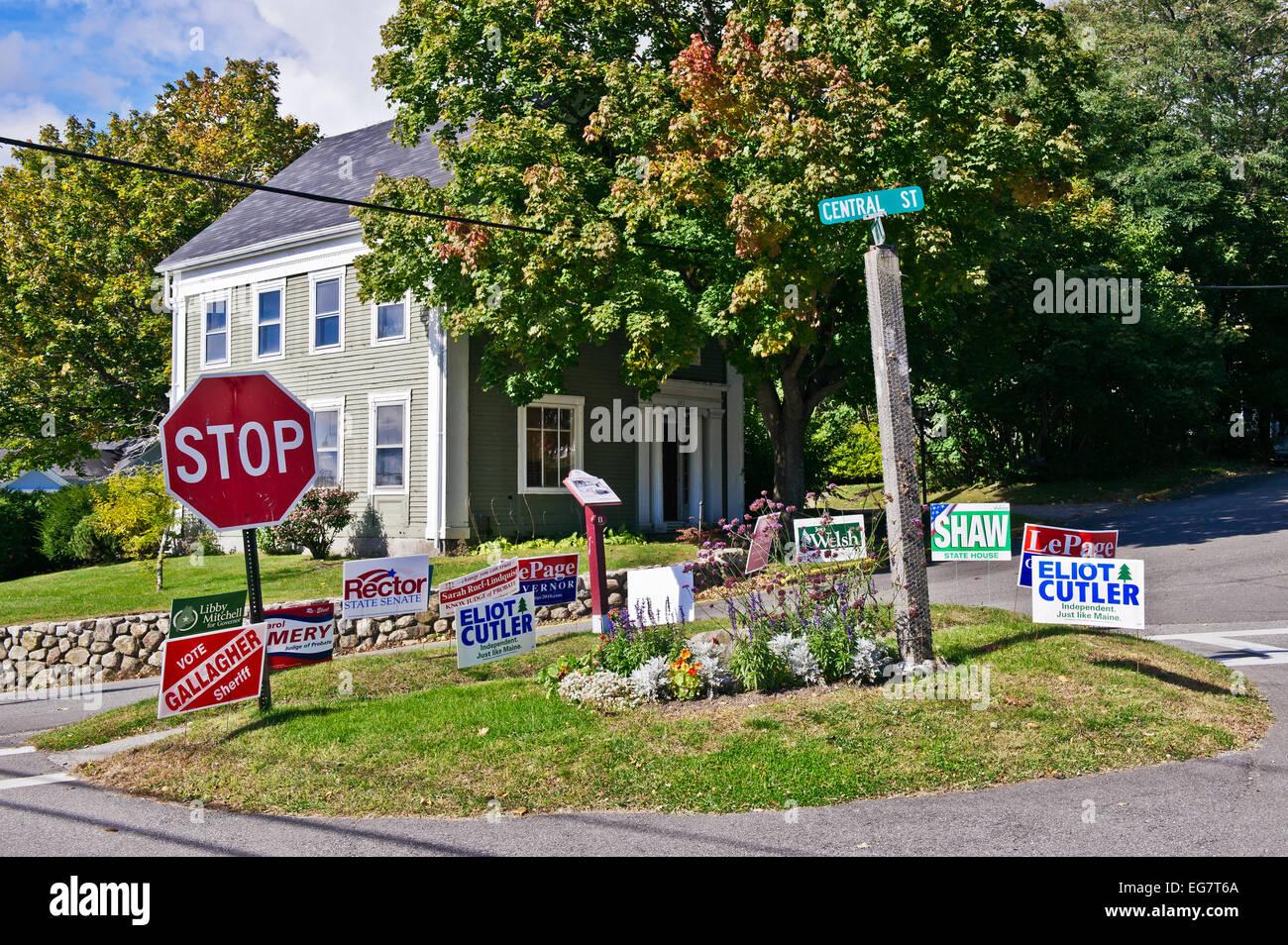 La política local campaña electoral signos Rockport, Maine, EE.UU. Imagen De Stock